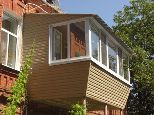 Как обшить балкон сайдингом?